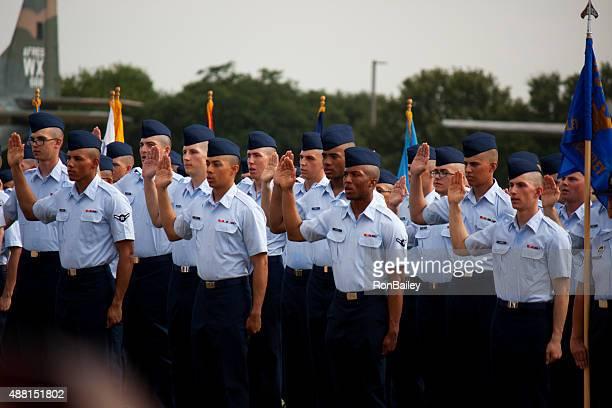Swearing で空軍 BMT 卒業 2015 年 9 月 11 日