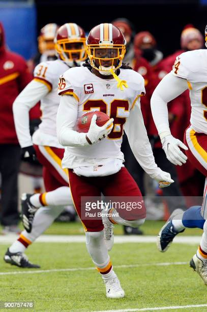 J Swearinger of the Washington Redskins runs with the ball in an NFL football game against the New York Giants on December 31 2017 at MetLife Stadium...