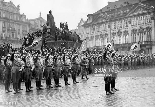 Swearingin of SAStandarte 52 on the Old Town Square in Prague in the presence of SA Chief of Staff Viktor Lutze Photographer PresseIllustrationen...