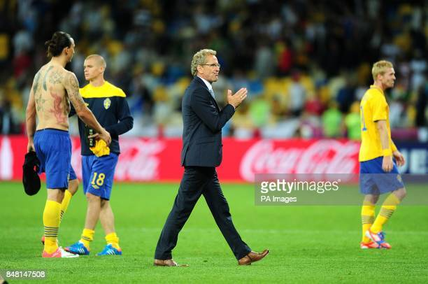 Sweden manager Erik Hamren applauds the fans as his players leave the field dejected after the final whistle