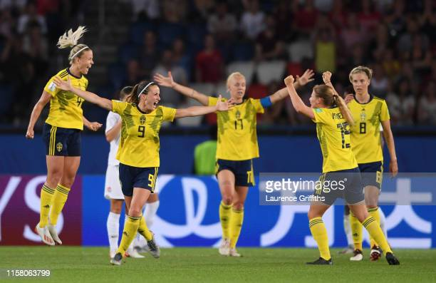 Sweden players celebrate following their sides victory in the 2019 FIFA Women's World Cup France Round Of 16 match between Sweden and Canada at Parc...