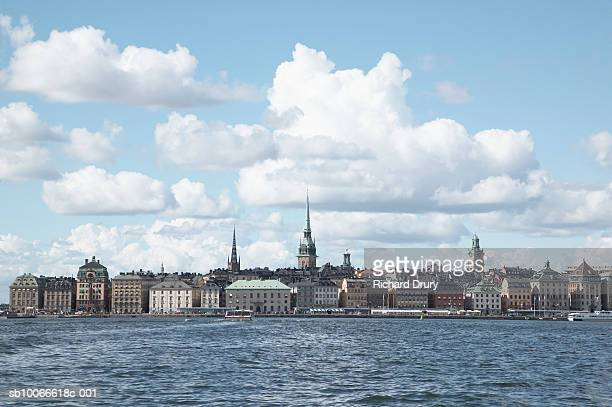 sweden, stockholm, gamla stan, old town and riddarholmen - richard drury stock pictures, royalty-free photos & images
