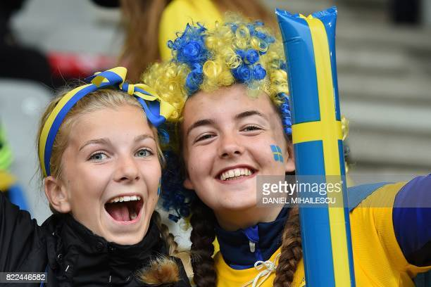 Sweden supporters cheer ahead of the UEFA Women's Euro 2017 football match between Sweden and Italy at the Stadion De Vijverberg in Doetinchem on...