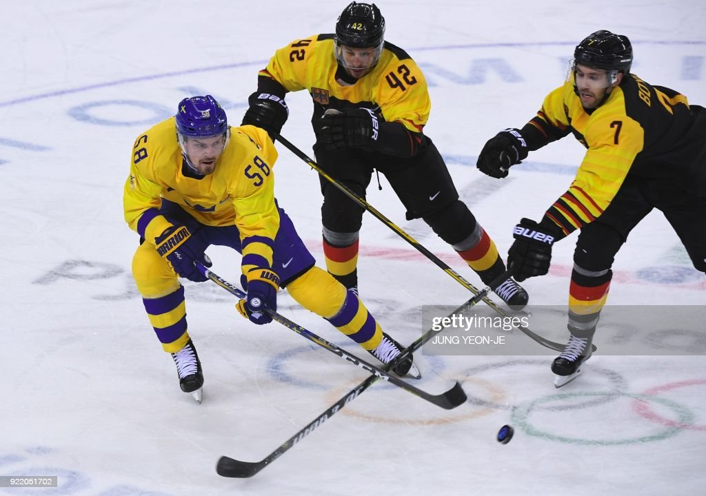 TOPSHOT-IHOCKEY-OLY-2018-PYEONGCHANG-SWE-GER : News Photo