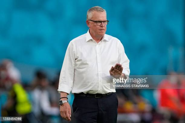 Sweden's coach Jan Andersson speaks to his players during the UEFA EURO 2020 Group E football match between Spain and Sweden at La Cartuja Stadium in...