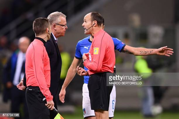 Sweden's coach Janne Andersson argues with Spanish referee Antonio Mateu Lahoz during the FIFA World Cup 2018 qualification football match between...