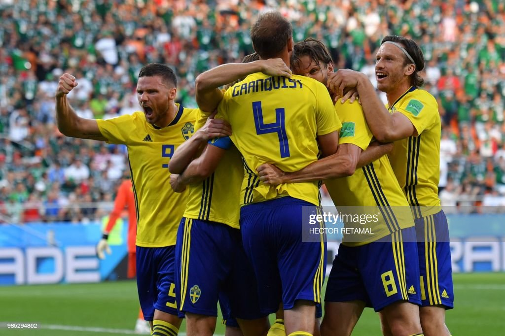 TOPSHOT-FBL-WC-2018-MATCH44-MEX-SWE : News Photo