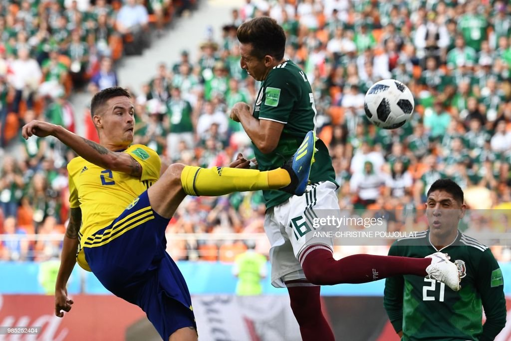 TOPSHOT - Sweden's defender Mikael Lustig (L) and Mexico's midfielder Hector Herrera (C) vie for the ball next to Mexico's defender Edson Alvarez during the Russia 2018 World Cup Group F football match between Mexico and Sweden at the Ekaterinburg Arena in Ekaterinburg on June 27, 2018. (Photo by Anne-Christine POUJOULAT / AFP) / RESTRICTED