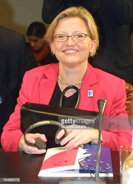 Sweden's Foreign Minister Anna Lindh poses for photographers 15 November 2000 during the 4th edition of the Euromediterranean ministerial conference...