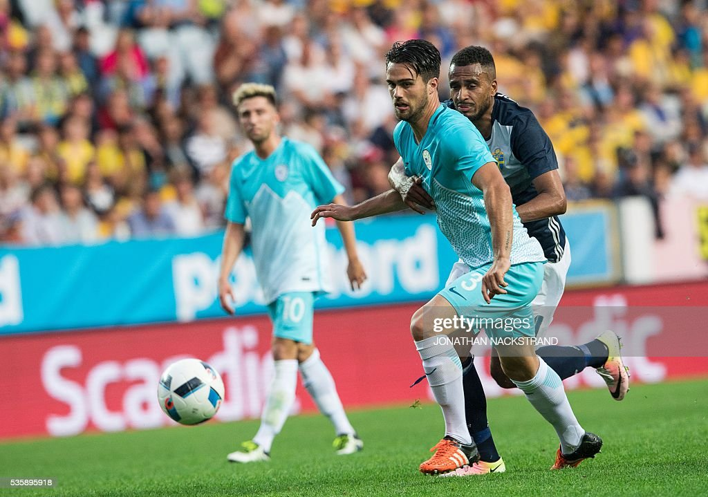 Sweden's forward Isaac Kiese Thelin (R) vies with Slovenia's defender Luka Krajnc during the friendly football match between Sweden and Slovenia at Swedbank stadium in Malmo on May 30, 2016. / AFP / JONATHAN