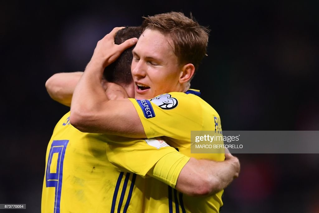 Sweden's forward Marcus Berg (L) and Sweden's midfielder Markus Rohden celebrate at the end of the FIFA World Cup 2018 qualification football match between Italy and Sweden, on November 13, 2017 at the San Siro stadium in Milan. Italy failed to reach the World Cup for the first time since 1958 on Monday as they were held to a 0-0 draw in the second leg of their play-off at the San Siro by Sweden, who qualified with a 1-0 aggregate victory. / AFP PHOTO / Marco BERTORELLO