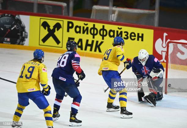 Sweden's forward Mario Kempe scores the 4-1 during the IIHF Men's Ice Hockey World Championships preliminary round group A match between Sweden and...