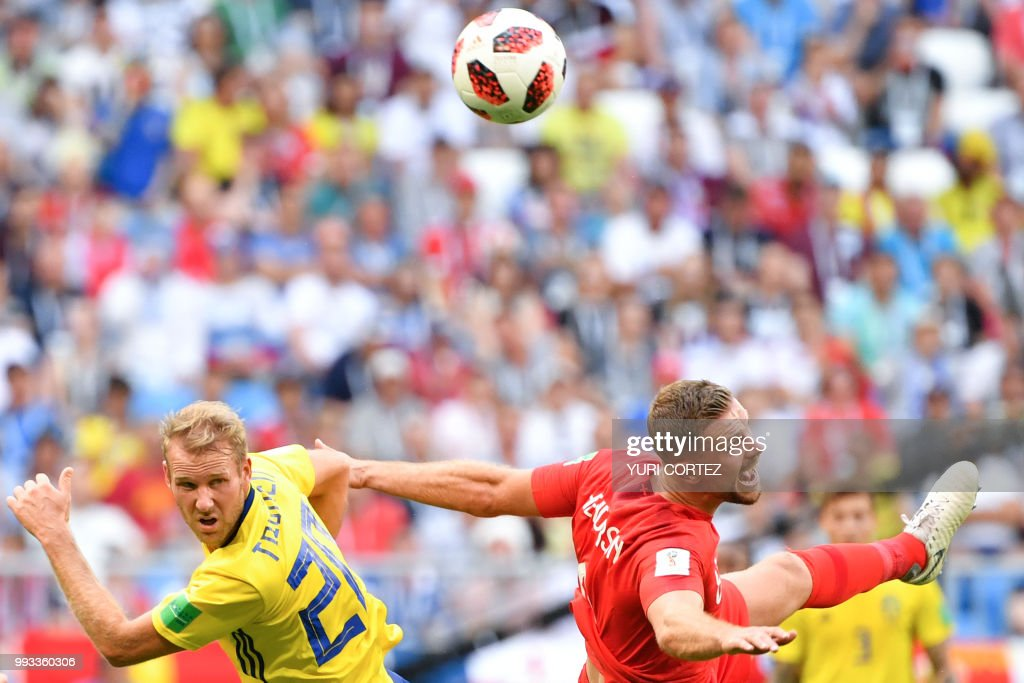 TOPSHOT - Sweden's forward Ola Toivonen (L) vies with England's midfielder Jordan Henderson during the Russia 2018 World Cup quarter-final football match between Sweden and England at the Samara Arena in Samara on July 7, 2018. (Photo by Yuri CORTEZ / AFP) / RESTRICTED