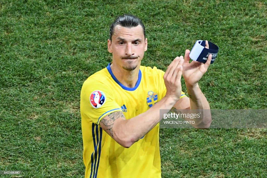 TOPSHOT - Sweden's forward Zlatan Ibrahimovic acknowledges the crowd after Sweden lost 0-1 in the Euro 2016 group E football match between Sweden and Belgium at the Allianz Riviera stadium in Nice on June 22, 2016. /