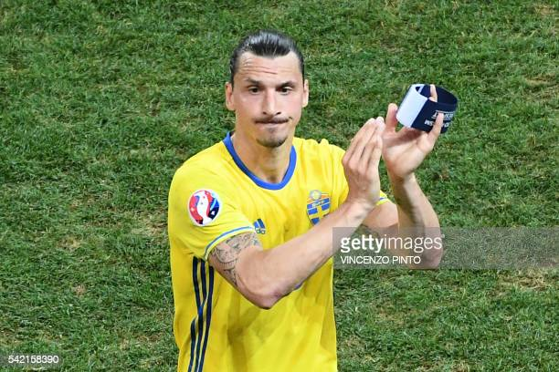 TOPSHOT Sweden's forward Zlatan Ibrahimovic acknowledges the crowd after Sweden lost 01 in the Euro 2016 group E football match between Sweden and...