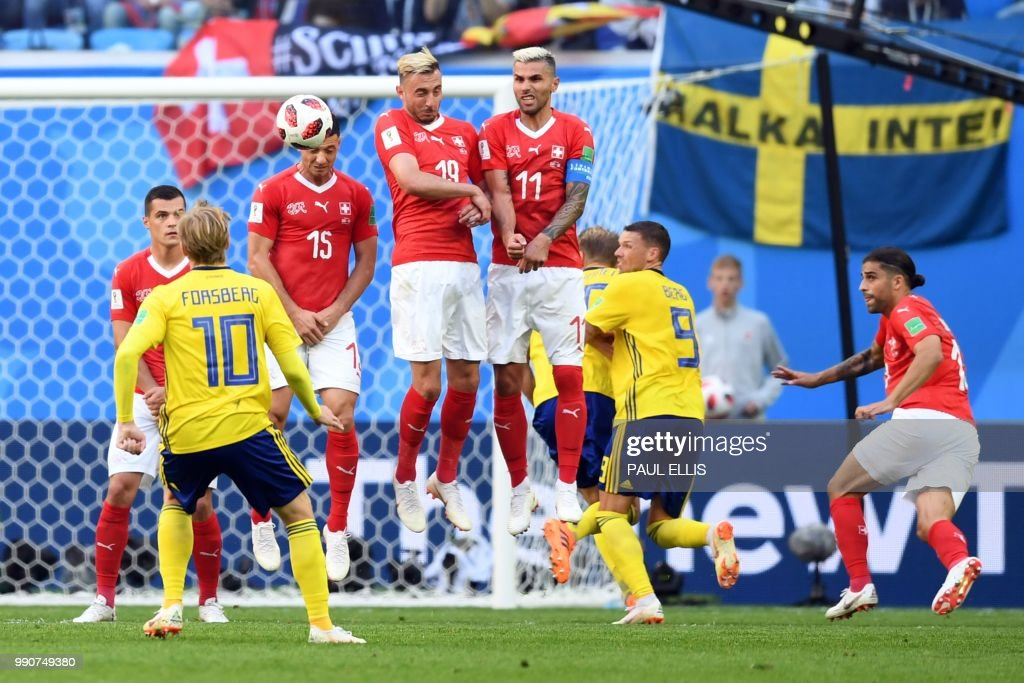 TOPSHOT - Sweden's midfielder Emil Forsberg takes a free kick during the Russia 2018 World Cup round of 16 football match between Sweden and Switzerland at the Saint Petersburg Stadium in Saint Petersburg on July 3, 2018. (Photo by Paul ELLIS / AFP) / RESTRICTED