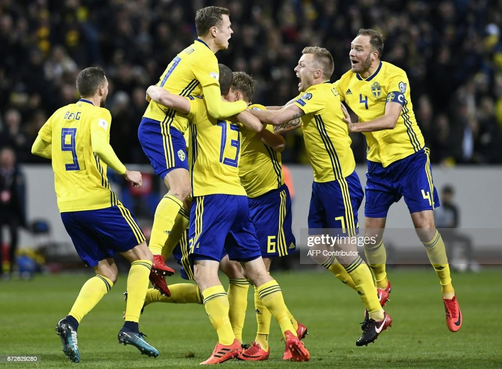 Sweden's midfielder Jakob Johansson (C) celebrates scoring the opening goal during the FIFA World Cup 2018 qualification football match between Sweden and Italy in Solna,Sweden on November 10, 2017. / AFP PHOTO / Jonathan NACKSTRAND