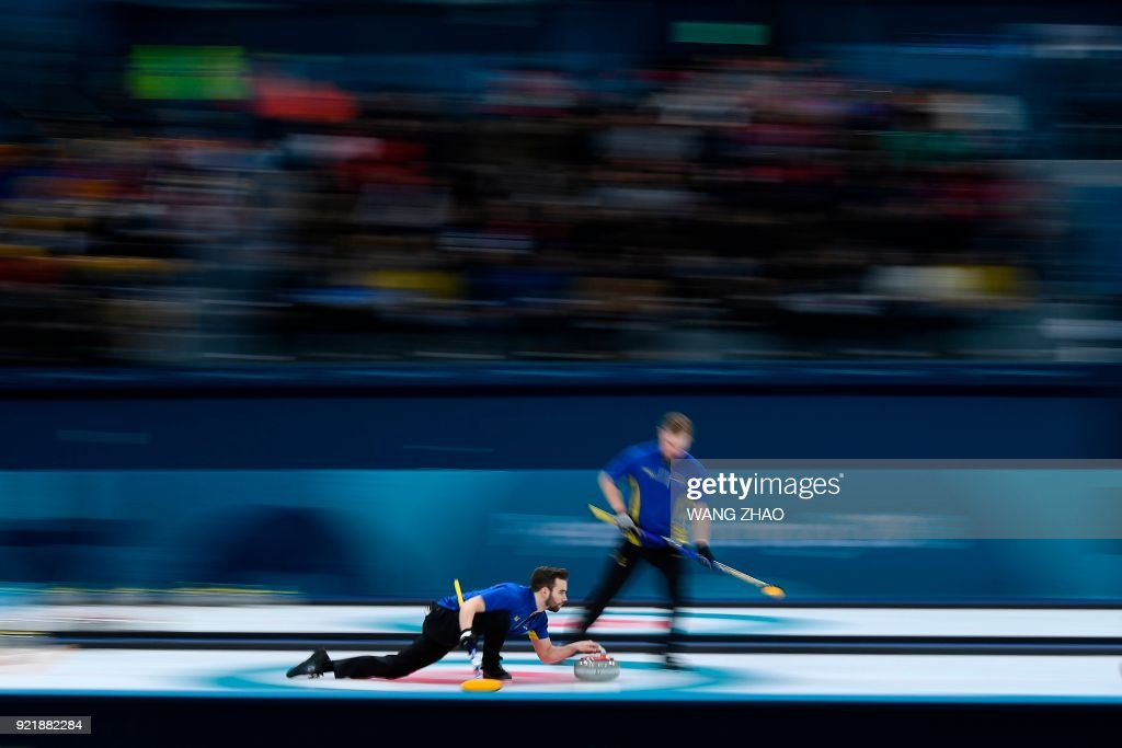 TOPSHOT - Sweden's Oskar Eriksson throws the stone during the curling men's round robin session between Sweden and Norway during the Pyeongchang 2018 Winter Olympic Games at the Gangneung Curling Centre in Gangneung on February 21, 2018. / AFP PHOTO / WANG Zhao