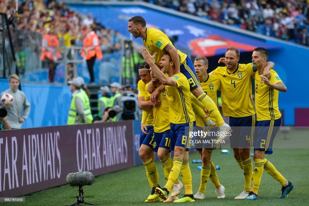 TOPSHOT - Sweden's players celebrate after midfielder Emil Forsberg scored during the Russia 2018 World Cup round of 16 football match between Sweden and Switzerland at the Saint Petersburg Stadium in Saint Petersburg on July 3, 2018. (Photo by Olga MALTSEVA / AFP) / RESTRICTED