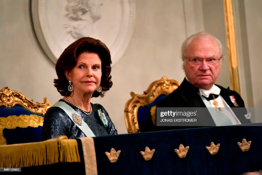 Sweden's Queen Silvia and King Carl Gustaf attend the Swedish Academy's annual meeting on December 20, 2017 at the Old Stock Exchange building in Stockholm. / AFP PHOTO / TT News Agency / Jonas EKSTROMER / Sweden OUT