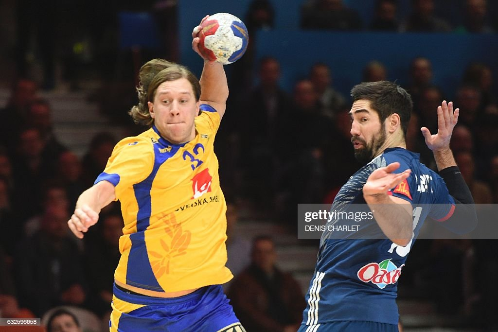 TOPSHOT - Sweden's right wing Mattias Zachrisson (L) jumps to shoot on goal past France's centre back Nikola Karabatic during the 25th IHF Men's World Championship 2017 quarter final handball match France vs Sweden on January 24, 2017 at the Pierre-Mauroy stadium in Villeneuve d'Ascq. / AFP / DENIS