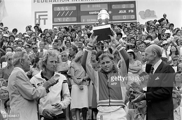 Sweden's tennis player Bjorn Borg holds his trophee after winning the Men's French Open finals against American Vitas Gerulaitis , on june 8, 1980 at...