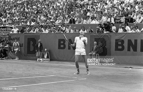 Sweden's tennis player Bjorn Borg jubilates here 7 june 1981 at Roland Garros Stadium after defeating Czech Ivan Lendl in the Men's French Open finals