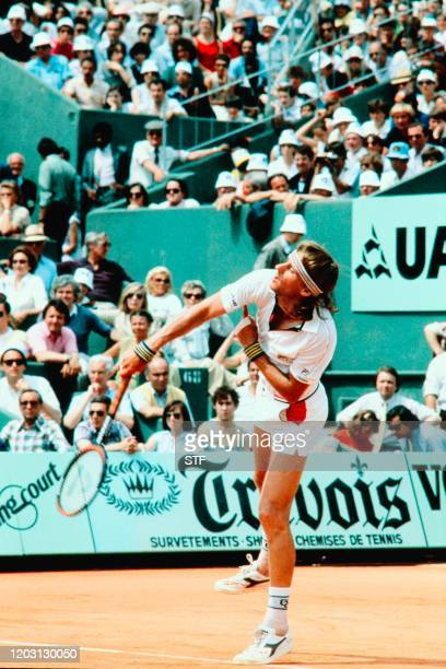 Sweden's tennis player Bjorn Borg serves in his match against Czech Ivan Lendl during the French Open at Roland Garros stadium here 7 june 1981