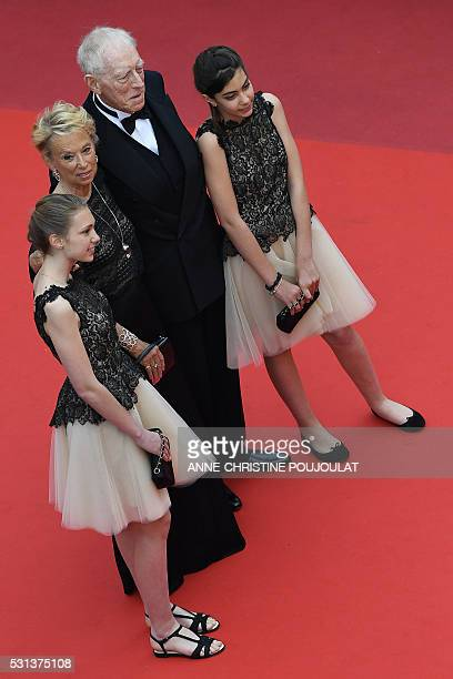 Swedish actor Max von Sydow arrives on May 14 2016 with his wife Catherine Brelet and their granddaughters for the screening of the film The BFG at...