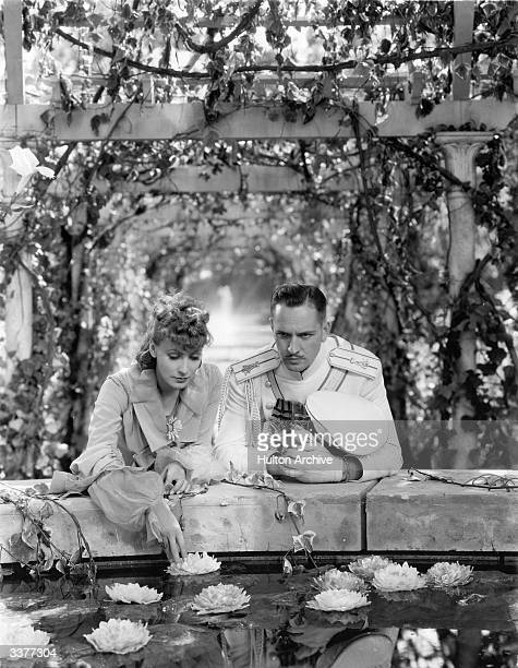 Swedish actress Greta Garbo and American actor Fredric March as Anna Karenina and Vronsky in a scene from the film 'Anna Karenina' adapted from Leo...