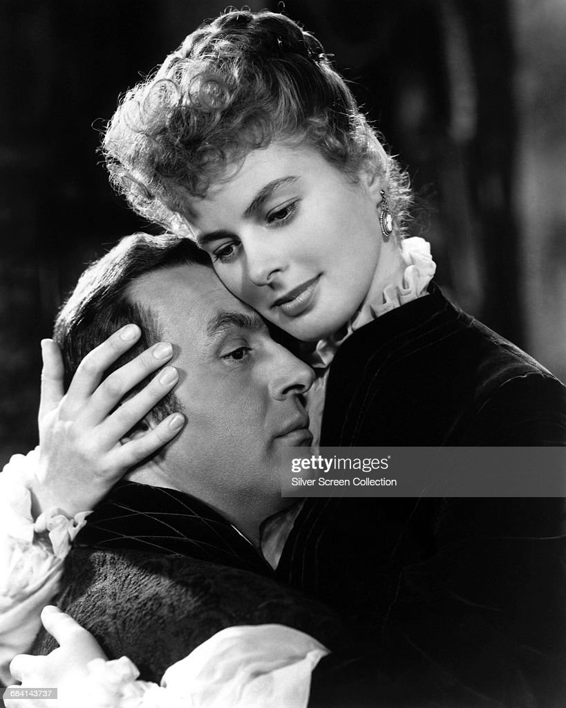 Swedish actress Ingrid Bergman (1915 - 1982) as Paula Alquist Anton, and Charles Boyer (1899 - 1978) as Gregory Anton, in the film 'Gaslight', directed by George Cukor, 1944.