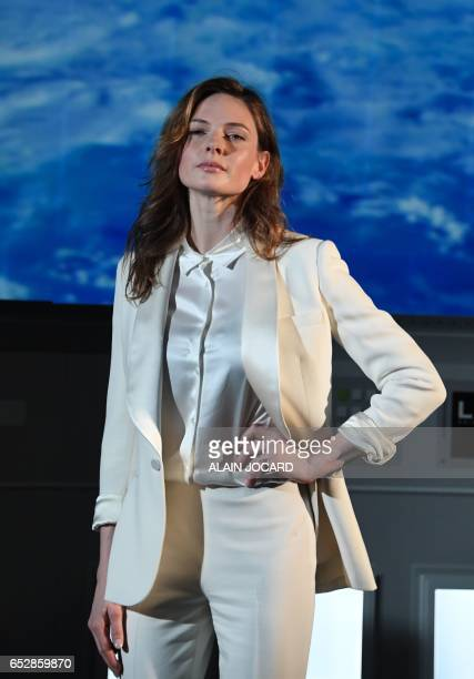 Swedish actress Rebecca Ferguson poses during a photocall for his new film Life in Paris on March 13 2017 / AFP PHOTO / ALAIN JOCARD