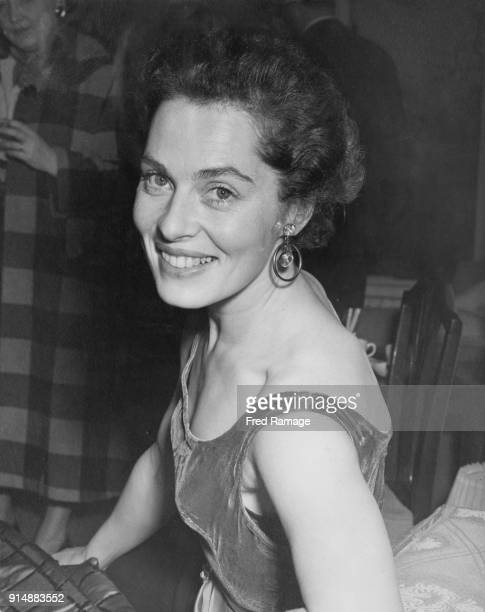 Swedish actress Viveca Lindfors at the Savoy Hotel in London 17th January 1954 She has just arrived in the UK from America to star in the play 'The...