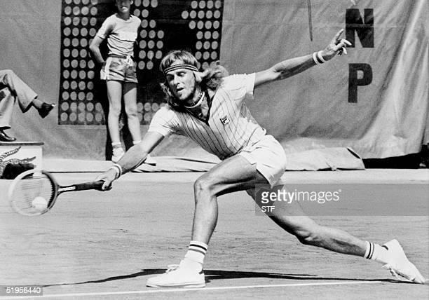 Swedish Bjorn Borg returns a forehand to his opponent French Francois Jauffret during their match at the French Tennis Open in Paris 07 June 1976....