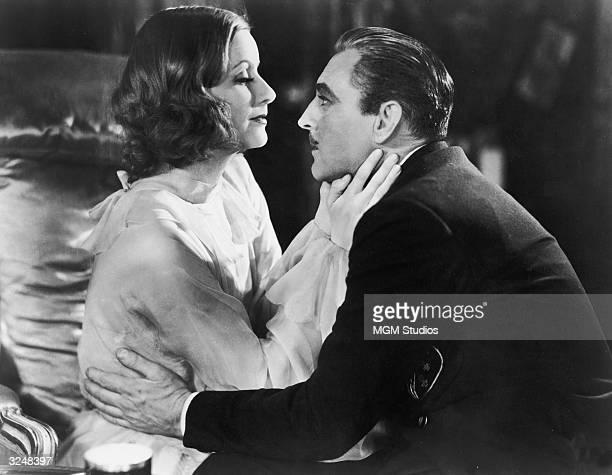 121 Grand Hotel 1932 Film Bilder Und Fotos Getty Images