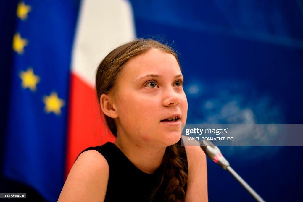 TOPSHOT-FRANCE-CLIMATE-POLITICS-ENVIRONMENT-NGO-PARLIAMENT : News Photo