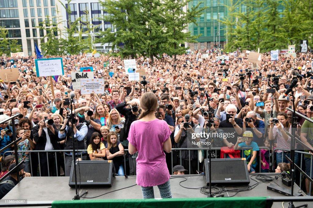'Fridays for Future' Protest in Berlin : Nachrichtenfoto