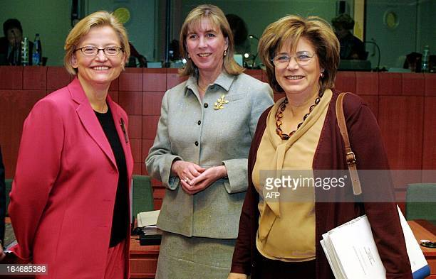 Swedish Foreign Minister Anna Lindh her Luxembourg's counterpart Lydie Polfer and her Greek counterpart Elisavet Papazoi pose for a photo 22 January...