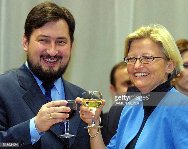 Swedish Foreign Minister Anna Lindh whose country holds the EU rotating presidency clinks glasses with Macedonian Prime Minister Ljubco Georgievski...