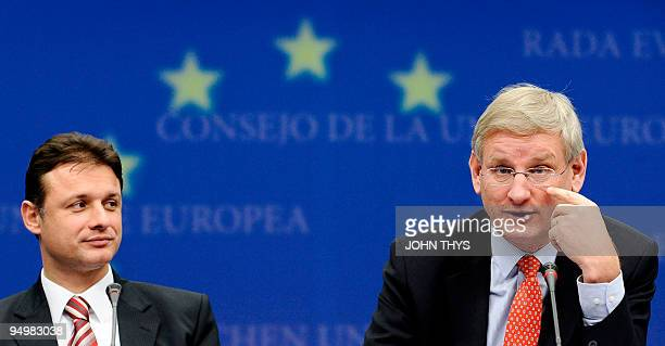 Swedish Foreign Minister Carl Bildt and Croatian Foreign minister Gordan Jandrokovic dress a joint press conference prior to their meeting concerning...