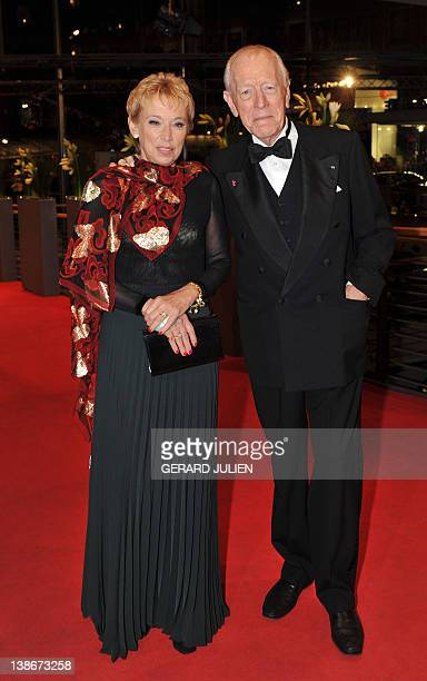 "Swedish- French actor Max von Sydow and his wife Catherine Brelet pose for photographers on the red carpet at the premiere of the film ""Extremely..."