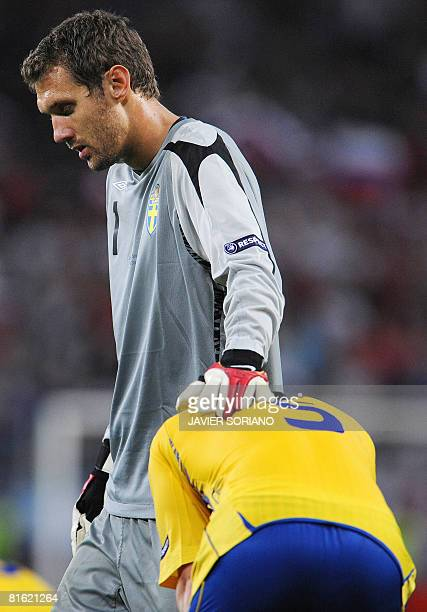 Swedish goalkeeper Andreas Isaksson and defender Fredrik Stoor look dejectedat the end of the Euro 2008 Championships Group D football match Russia...
