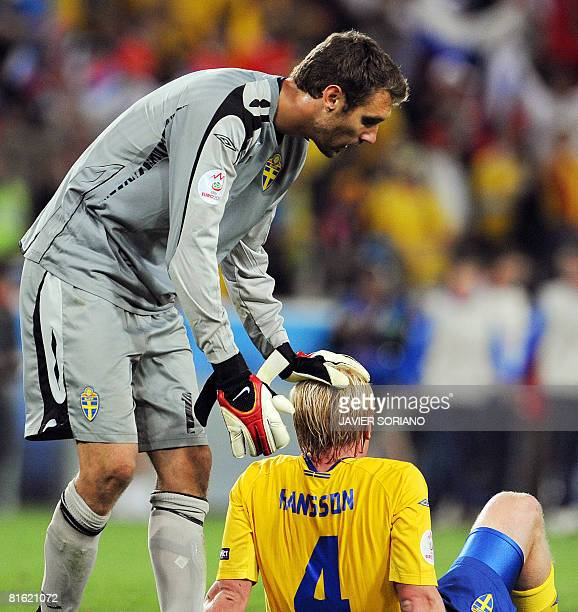 Swedish goalkeeper Andreas Isaksson and defender Petter Hansson look dejected at the end of the Euro 2008 Championships Group D football match Russia...
