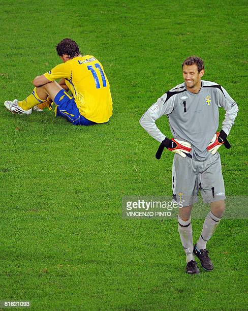 Swedish goalkeeper Andreas Isaksson and forward Johan Elmander look dejected at the end of the Euro 2008 Championships Group D football match Russia...