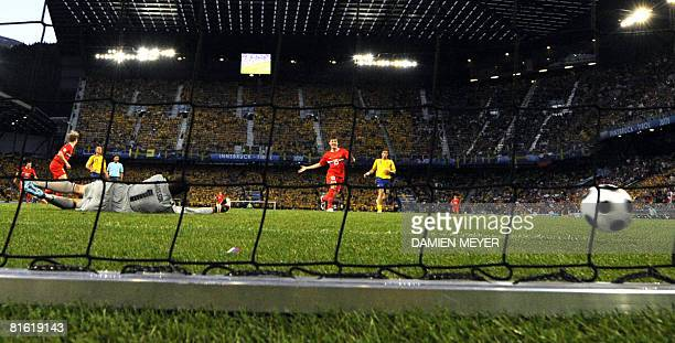 Swedish goalkeeper Andreas Isaksson misses the ball after the goal of Russian forward Roman Pavlyuchenko during the Euro 2008 Championships Group D...