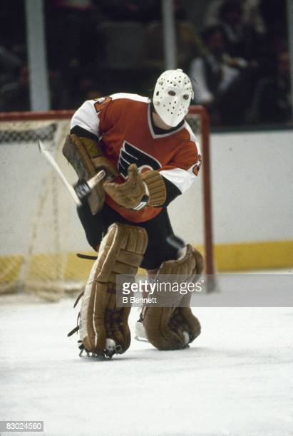 Swedish ice hockey player Pelle Lindbergh goalkeeper for the Philadelphia Flyers guards the net during a game October 1982