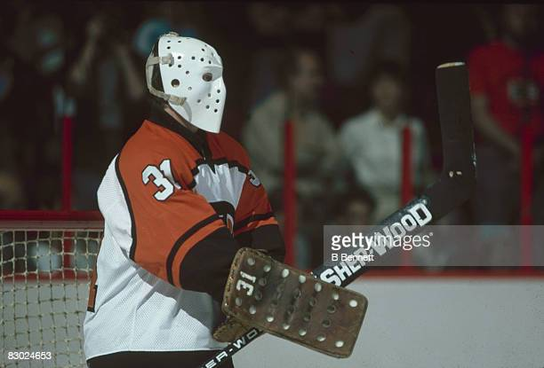Swedish ice hockey player Pelle Lindbergh goalkeeper for the Philadelphia Flyers guards the net during a game May 1985