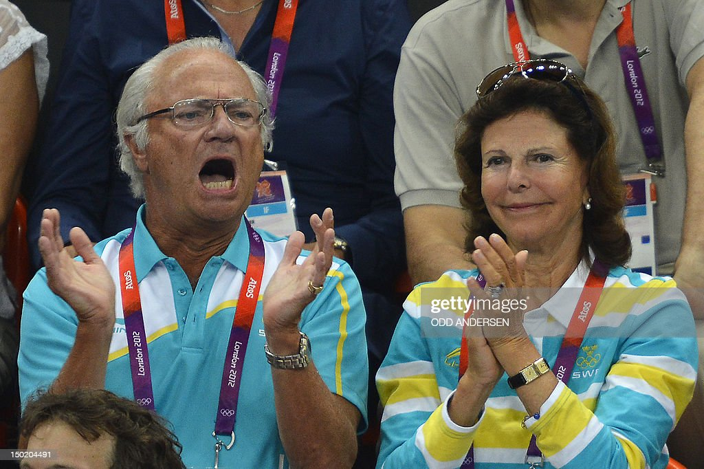 Swedish King Carl Gustaf (L) and Queen S : News Photo