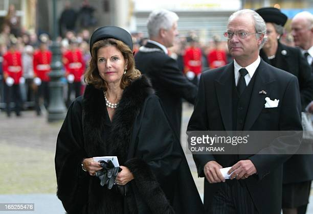 Swedish King Carl Gustav and Queen Silvia arrive at the city hall in Delft, 15 October 2002, for the funeral service of Prince Claus. Prince Claus,...