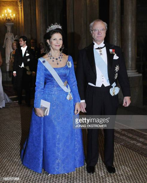 Swedish King Carl XVI Gustaf and Queen Silvia are pictured at the Royal Palace in Stockholm, 11 December 2007, prior a gala dinner with the 2007...